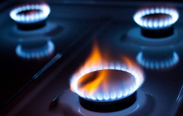 Парламентарий: Чтобы не списывать долги за газ, надо повысить зарплаты и пенсии