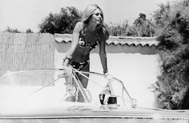 На белоснежной яхте: 20 винтажных фото Монро, Хепберн и других звезд вморе