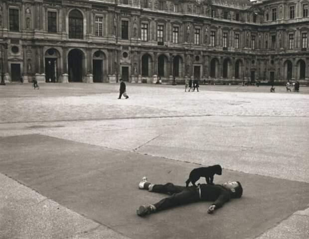 Фотография_Robert-Doisneau_Cour-carrée-du-Louvre