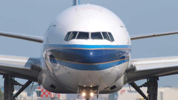 Самолет американской авиакомпании создал угрозу в небе над Россией