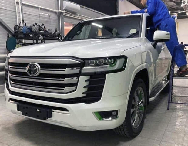 Новый Toyota Land Cruiser — первые фото и видео серийной версии