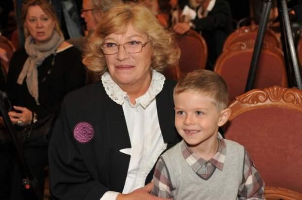 Ольга Остроумова с внуком Захаром. / Фото: www.woman.ru