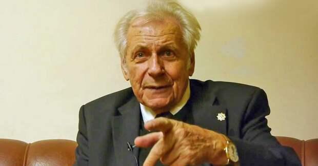 «Я перестал пить чай и всем советую», — советы доктора Неумывакина, который лечил космонавтов