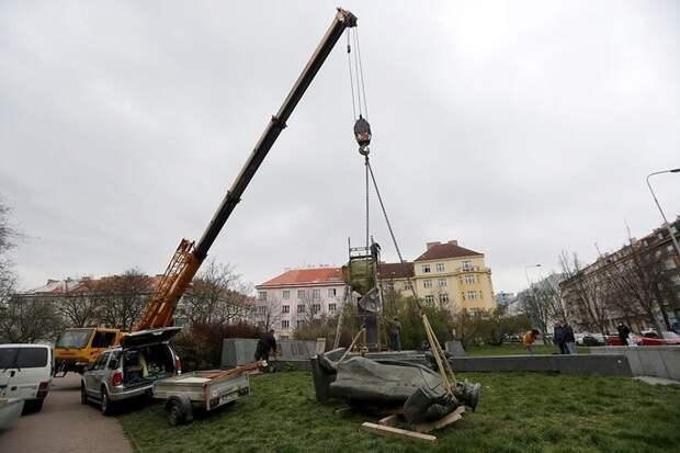 Снесшие памятник Коневу в Праге проиграли битву настоящего и будущего
