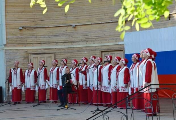 Севастопольцам и гостям преподнесли творческий подарок
