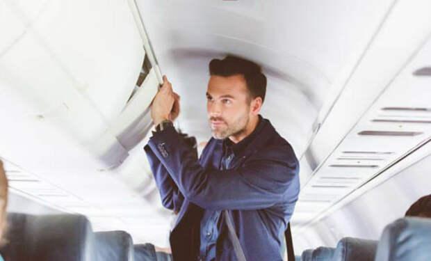 Пилоты назвали самую опасную привычку пассажиров в полете