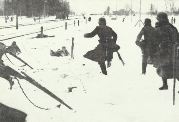 Советская Россия принимает бой
