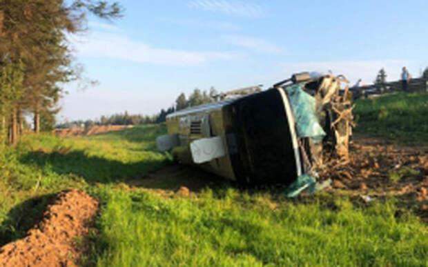 Автобус с пассажирами опрокинулся в Подмосковье