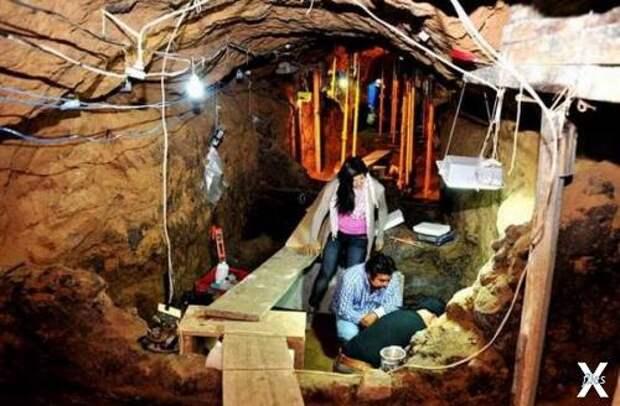 Загадка камеры с множеством золотистых шариков под храмом Теотиуакана