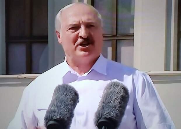 """Лукашенко наградил силовиков """"за безупречную службу"""""""