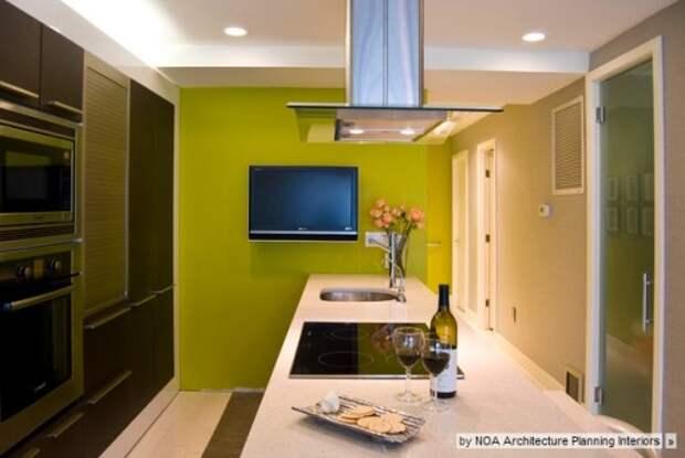 Стена цвета лайм - яркий акцент на темной кухне без окон