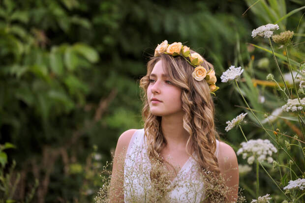 Девушки и цветы - что может быть прекраснее?
