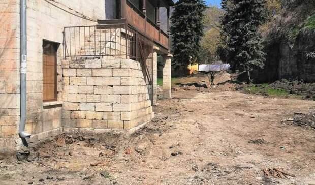 ВПятигорске опровергли заявления онезаконности благоустройства вграницах памятника