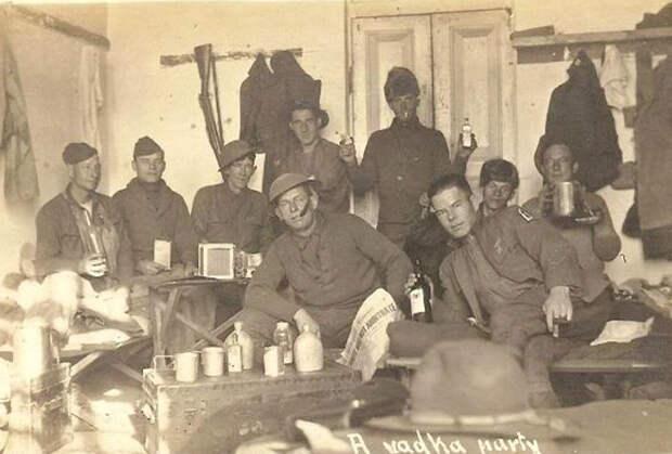 Командование 339-го полка армии США в Архангельске. 1918 год. Четвертый слева в первом ряду — командир 339-го полка полковник Д.Э. Стюарт