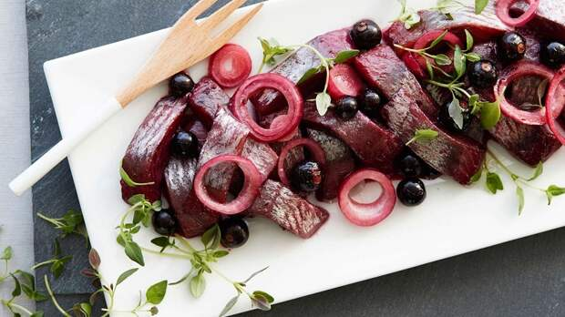 Сельдь в винном соусе: закуска, которая украсит любой стол