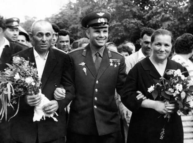 В день полёта. 12 апреля 1961 года для родителей Юрия Гагарина