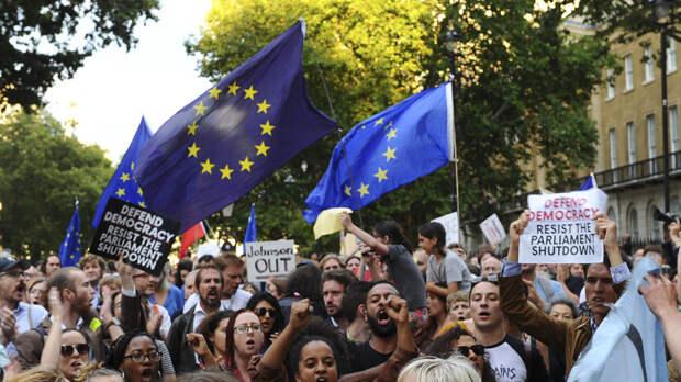 «Никто не голосовал за Джонсона»: в Великобритании начались протесты против приостановки работы парламента