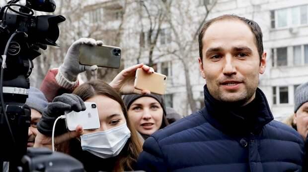 «Фанаты «Спартака» как один начали: «Ой, это Вилков! Давайте выкинем его из самолета!» Самый известный судья России