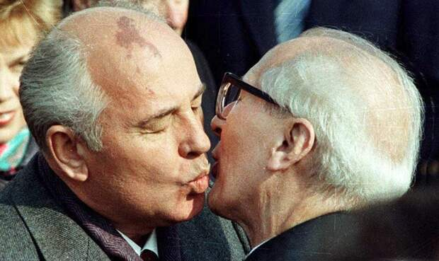 Горбачев и Хоннекер