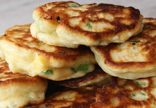 Оладьи с яичной начинкой: жарим как пирожки за 10 минут