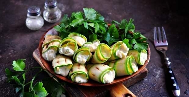 Кабачковые рулетики «Пальчики оближешь», простой рецепт овощной закуски