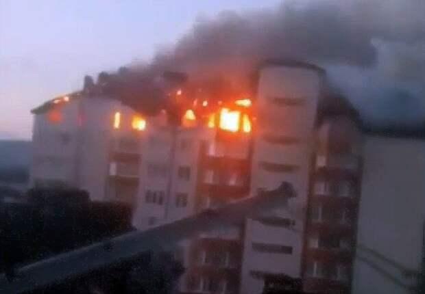 300 человек эвакуировали спасатели изгорящего дома вАнапе