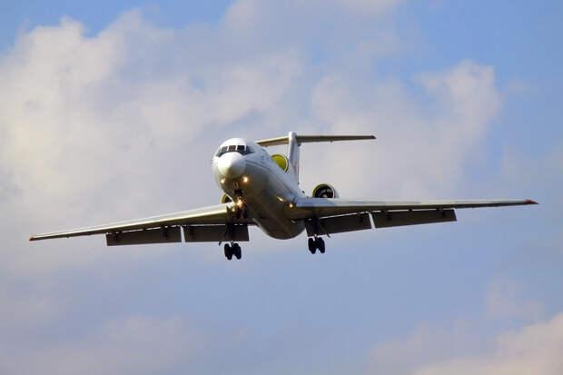 В Уфе приземлился лайнер Як-42 с отказавшим двигателем