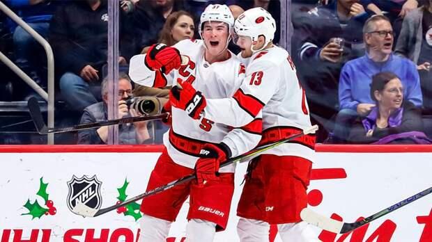 Забил почти от своих ворот! Первый русский гол сезона НХЛ организовал молодой талант Свечников: видео