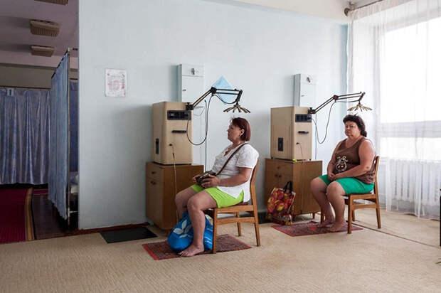 Сеанс высокочастотной электротерапии. Санаторий *Куяльник*, Одесса, Украина.