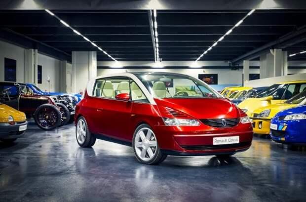 Минивэн в форме купе или минивэн-купе?  Самим французам на этот вопрос сложно ответить.  Однако мало кто предполагал, что концепт Coupespace 1999 года появится в серийном производстве.  С другой стороны, марка Renault известна своим авангардным дизайном и экстравагантными ходами, поэтому запуск серии продуктов с сомнительными перспективами полностью в ее стиле.  Так появился один из самых необычных автомобилей в истории марки, что является одной из ее самых больших неудач.