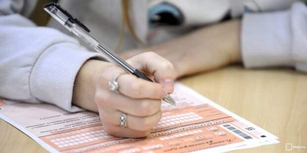 Еще трое учащихся школы на Петрозаводской получили сто баллов на ЕГЭ