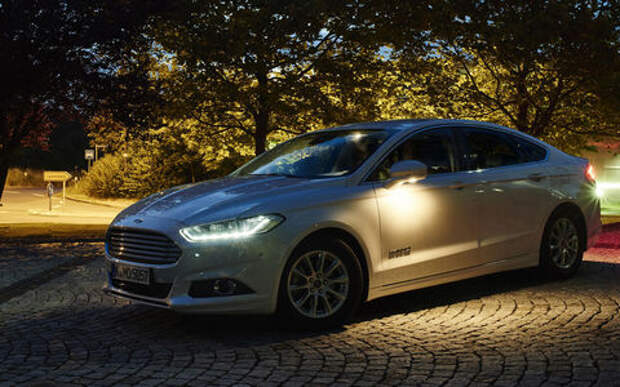 Ford научил фары светить по дорожной разметке