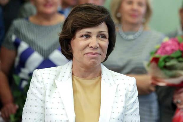 Роднина раскритиковала костюмы фигуристок на чемпионате России