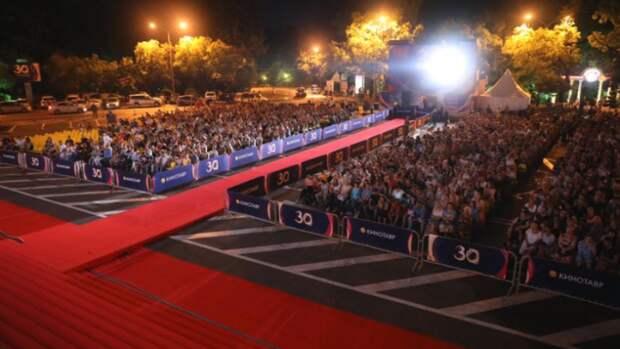 Фильм Наташи Меркуловой «Капитан Волконогов бежал» встретили овациями на «Кинотавре»