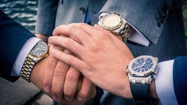 Таможенники в Шереметьево обнаружили у пассажира золотые часы за шесть миллионов