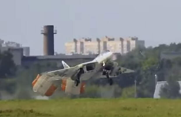 Необычная посадка Су 57 на аэродроме в Жуковском...