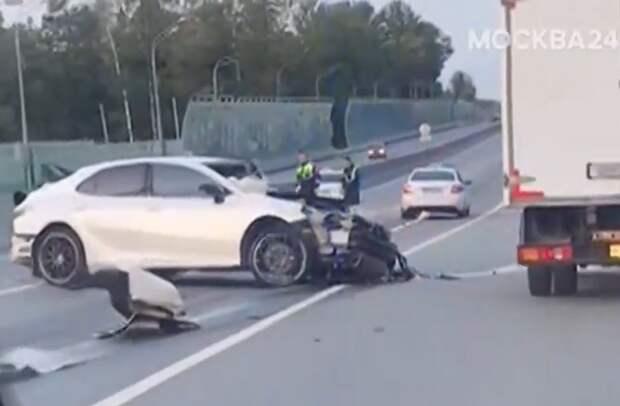 Погоня за разбившимися на машине подростками началась в Митине