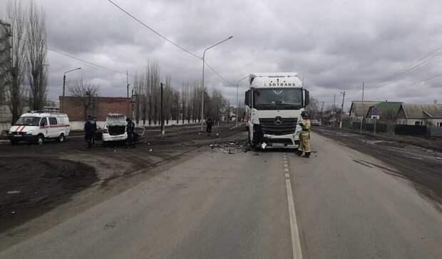 Водитель такси заснул за рулем и выехал на встречку в Ростовской области