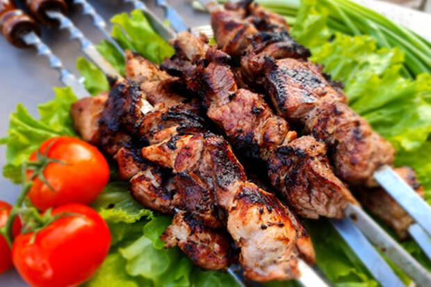 Фото к рецепту: Свиной шашлык в маринаде из киви