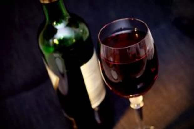 Как лучше охлаждать вино в жару?