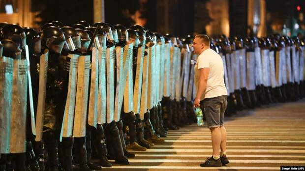 Полиция перекрыла Минск в ночь с 9 на 10 августа 2020