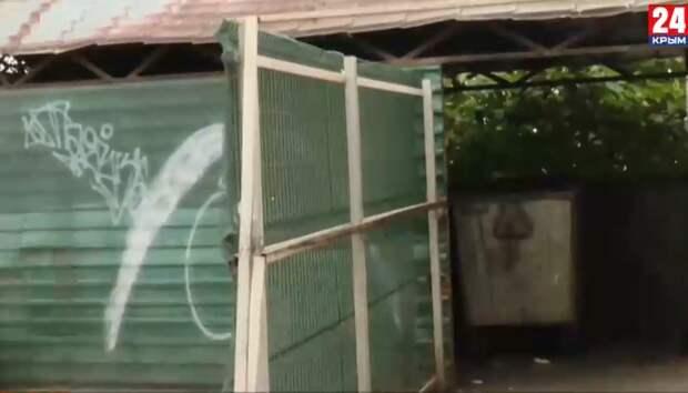 «Что это такое? Огромные кучи мусора!»: Туристы жалуются на грязные улицы Ялты
