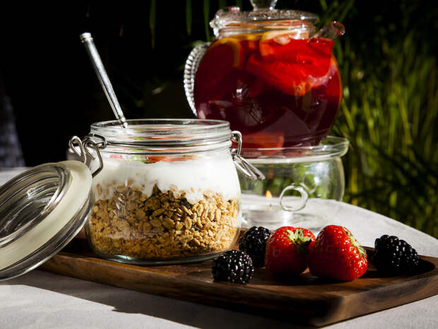 Moscafe_Granola s yogurtom i klubnikoy (2).jpg