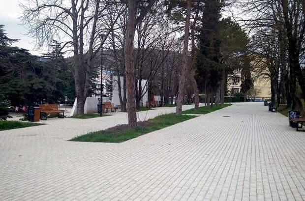 В балаклавский сквер на улице Солнечной вернулась наскальная живопись