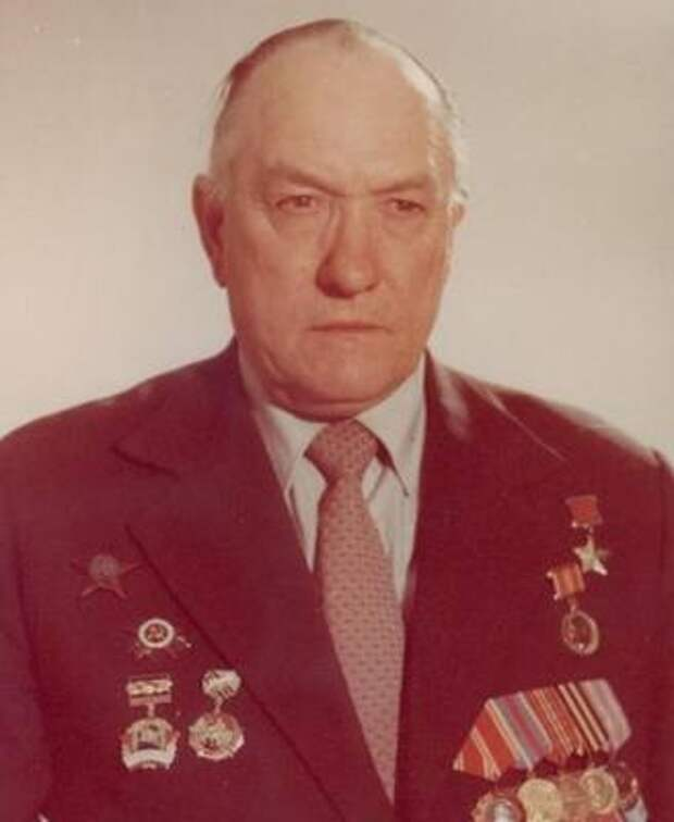 Саратовский губернатор поздравил с 98-летием героя Великой Отечественной