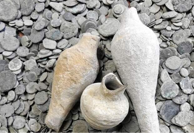 10 самых разыскиваемых кладов, которые закопаны на территории России