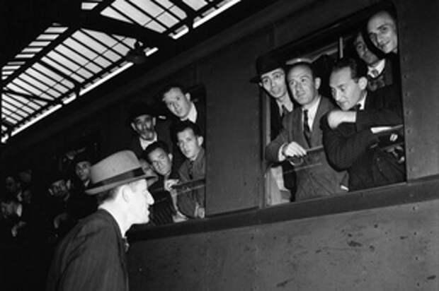 Еврейские беженцы на вокзале Цюриха
