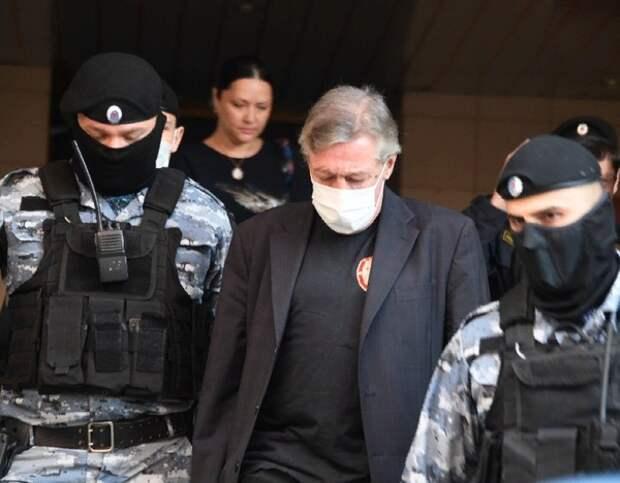 Адвокат рассказал, что Ефремова увезли из колонии, но куда - неизвестно