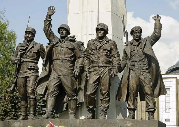 Памятник странам-участницам антигитлеровской коалиции, открытый на Поклонной горе в 2005 году. Фото: GLOBAL LOOK PRESS