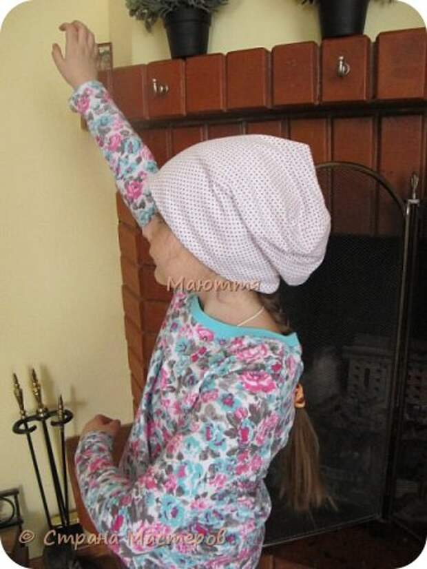 Из остатков трикотажа от лонга решено было сшить модную сейчас шапочку-бини. Она замечательно сидит на голове и смотрится отлично! фото 25